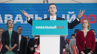 Moszkva, 2017. december 24. Alekszej Navalnij orosz ellenzéki vezetõ és korrupcióellenes aktivista beszél támogatóihoz elnökjelölti rendezvényén Moszkvában 2017. december 24-én. Oroszországban 2018 márciusában tartanak elnökválasztást. (MTI/AP/Pavel Golovkin)