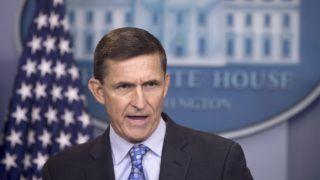 Washington, 2017. február 14. 2017. február 1-jén a washingtoni Fehér Ház James Brady sajtótájékoztató termében készített kép Michael Flynn amerikai nemzetbiztonsági tanácsadóról, aki 2017. február 13-án lemondott, miután nyilvánosságra került, hogy félrevezette Mike Pence alelnököt és a Fehér Ház magas rangú tisztségviselõit a Washingtonban akkreditált orosz nagykövettel folytatott januári megbeszéléseinek tartalmáról. (MTI/EPA/Michael Reynolds)