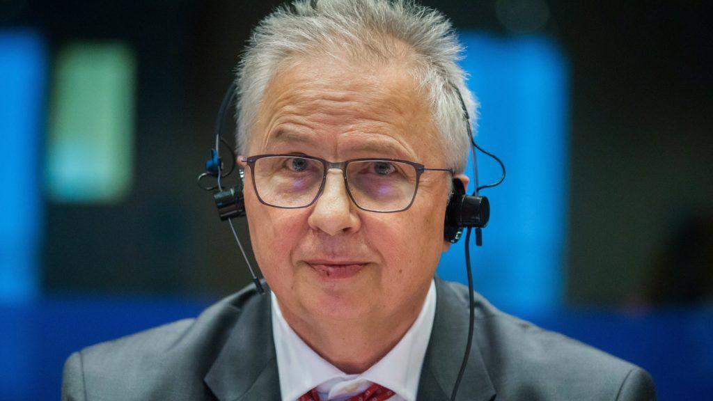 Brüsszel, 2017. február 27. Trócsányi László igazságügyi miniszter az Európai Parlament Állampolgári Jogi, Bel- és Igazságügyi Bizottsága (LIBE) brüsszeli meghallgatásán, amelyet az alapvetõ jogok magyarországi helyzetérõl tartanak 2017. február 27-én. (MTI/EPA/Stephanie Lecocq)