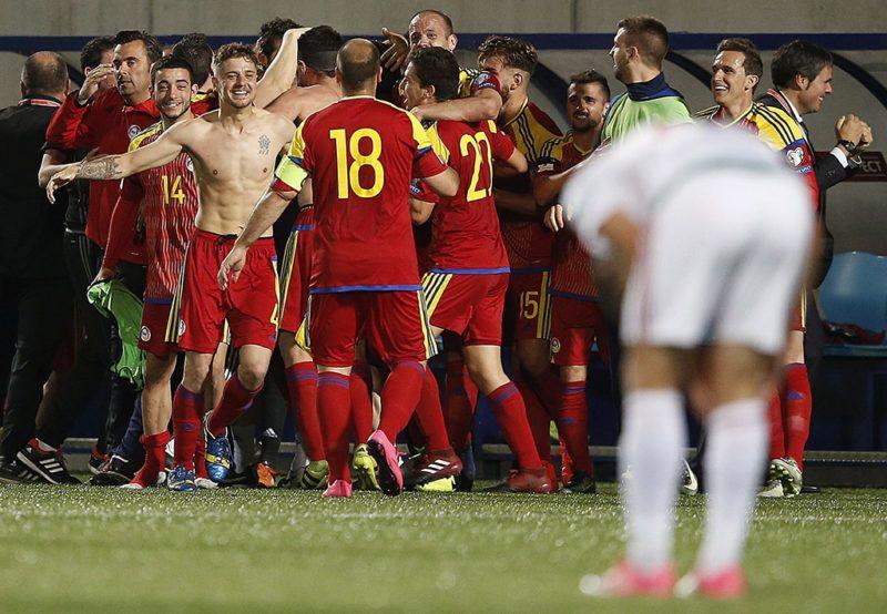 Andorra la Vella, 2017. június 9.Az andorrai válogatott tagjai ünneplik 1-0-ás győzelmüket a labdarúgó világbajnoki selejtező B csoportjában játszott Andorra-Magyarország mérkőzésen Andorra la Vellában 2017. június 9-én. (MTI/EPA/Guillaume Horcajuelo)