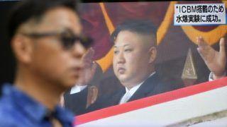 Tokió, 2017. szeptember 3. Az észak-koreai hidrogénbomba sikeres tesztelésérõl szóló televíziós tudósítást közvetítik egy utcai tévén Tokióban 2017. szeptember 3-án. Észak-Korea hatodik föld alatti atomrobbantása két erõs földrengést váltott ki. A képernyõn Kim Dzsong Un észak-koreai vezetõ, a Koreai Munkapárt elsõ titkára látható. (MTI/EPA/Franck Robichon)