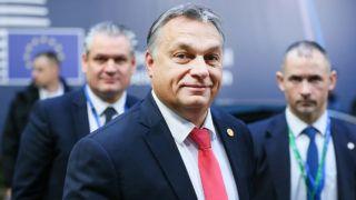 Brüsszel, 2017. december 15. Orbán Viktor miniszterelnök érkezik az uniós országok állam- és kormányfőinek csúcstalálkozójára Brüsszelben 2017. december 15-én, a kétnapos tanácskozás második napján. (MTI/EPA/Stephanie Lecocq)