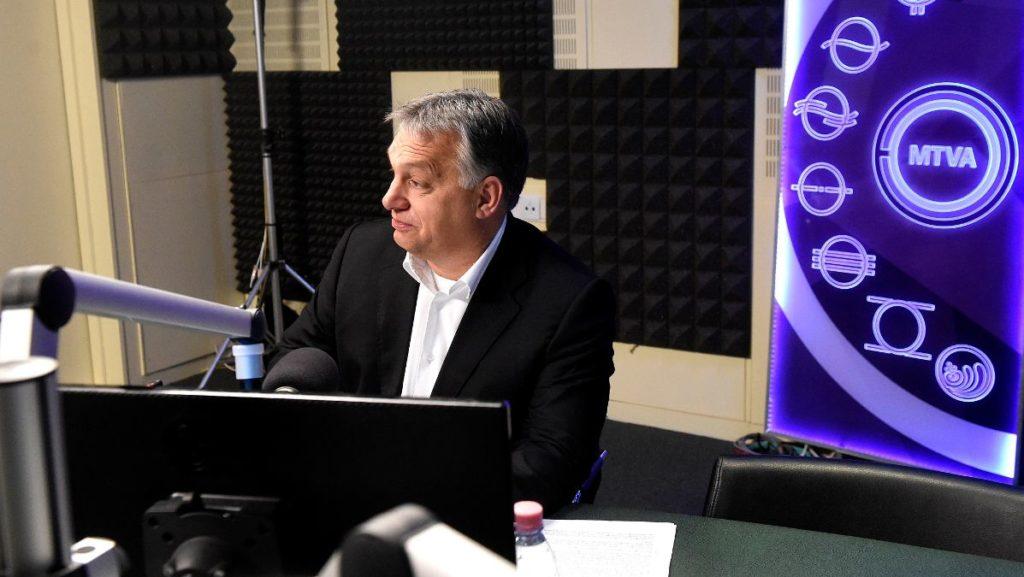 Orbán Viktor interjút ad a Kossuth Rádiónak 2017. december elsején. MTI Fotó: Bruzák Noémi
