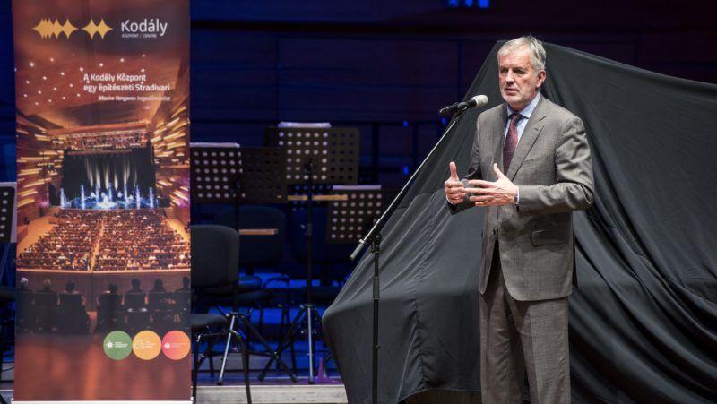 Pécs, 2017. november 30. Páva Zsolt polgármester beszédet mond a pécsi Kodály Központ új, nagyobbik típusú, csaknem 108 millió forintot érõ Bogányi-zongorájának bemutatóján 2017. november 30-án. MTI Fotó: Sóki Tamás