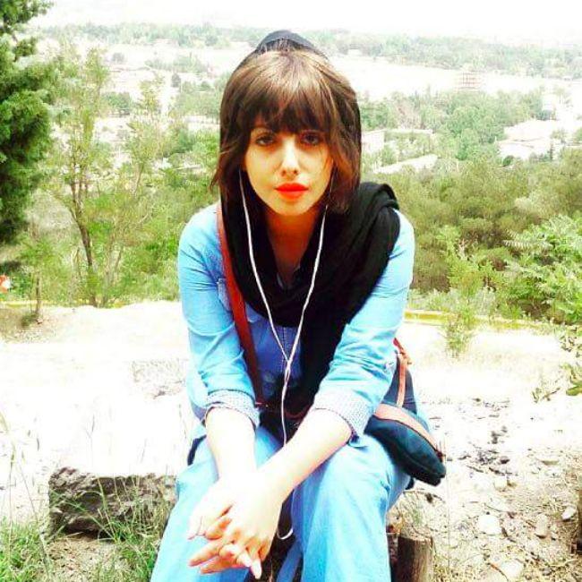 Az egész netből hülyét csinált, majd elegánsan jobbra távozott az iráni lány....