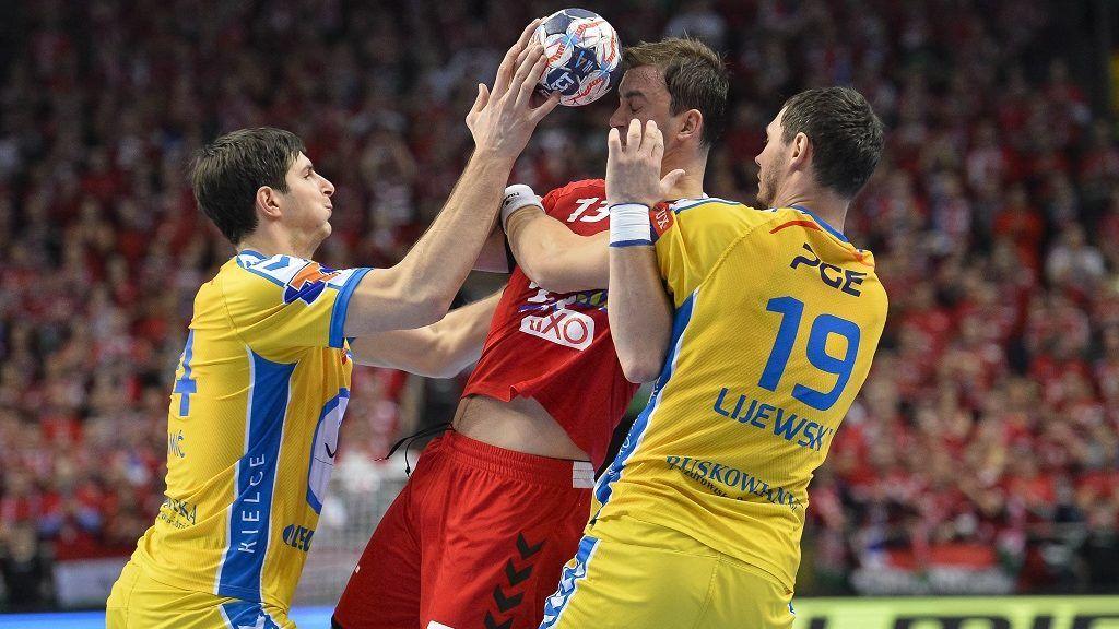 Veszprém, 2017. december 2. A veszprémi Momir Ilic (k), valamint a lengyel Marko Mamic (b) és Krzysztof Lijewski (j) a férfi kézilabda Bajnokok Ligája 10. fordulójában játszott Telekom Veszprém - Vive Kielce mérkõzésen a Veszprém Arénában 2017. december 2-án. MTI Fotó: Bodnár Boglárka