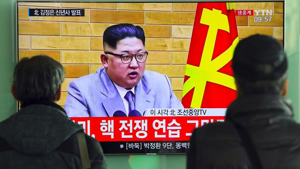 People watch a television news broadcast showing North Korean leader Kim Jong-Un's New Year's speech, at a railway station in Seoul on January 1, 2018. North Korean leader Kim Jong-Un said he was always within reach of the nuclear button in a defiant New Year message on January 1 after months of escalating tensions over his country's weapons programme.  / AFP PHOTO / JUNG Yeon-Je