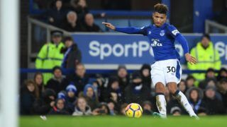Everton's English defender Mason Holgate takes a shot during the English Premier League football match between Everton and Manchester United at Goodison Park in Liverpool, north west England on January 1, 2018. / AFP PHOTO / Paul ELLIS / RESTRICTED TO EDITORIAL USE. No use with unauthorized audio, video, data, fixture lists, club/league logos or 'live' services. Online in-match use limited to 75 images, no video emulation. No use in betting, games or single club/league/player publications.  /