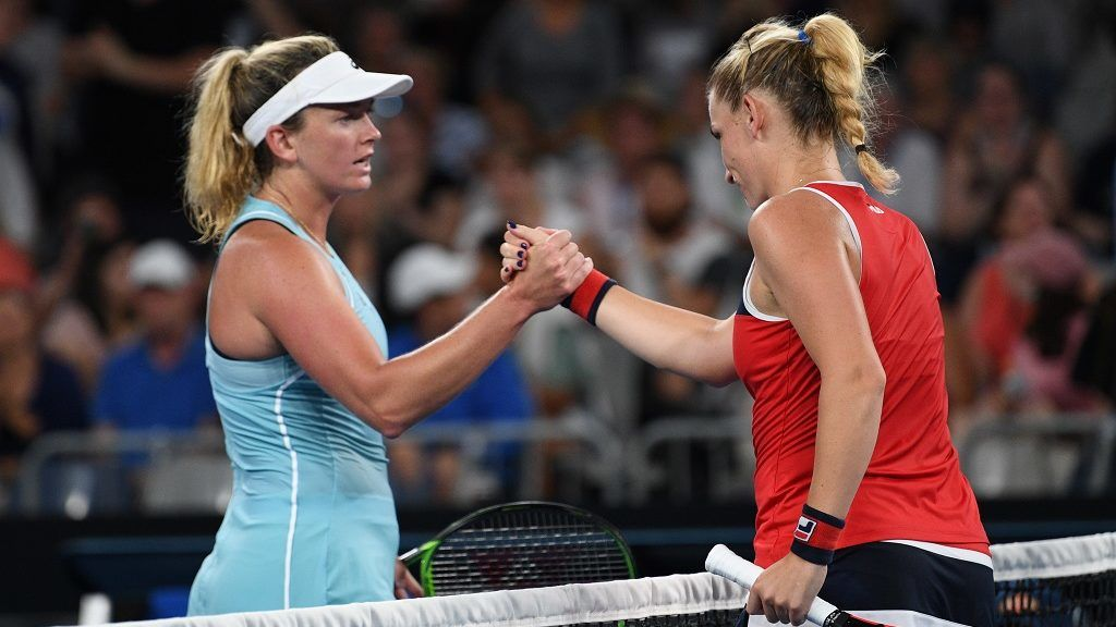 Hungary's Timea Babos (R) shakes hands with Coco Vandeweghe of the US after winning their women's singles first round match on day one of the Australian Open tennis tournament in Melbourne on January 15, 2018. / AFP PHOTO / SAEED KHAN / -- IMAGE RESTRICTED TO EDITORIAL USE - STRICTLY NO COMMERCIAL USE --