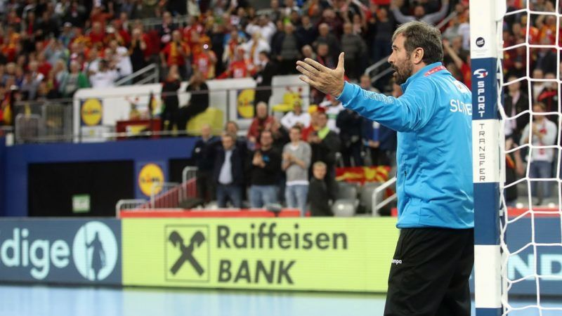 Slovenia's coach Veselin Vujovic gestures as he stands in front of the goal to try to save last penalty, protesting against the referee decision to give a penalty to Germany at the last second during the group C handball match of the Men's 2018 EHF European Handball Championship between Slovenia and Germany, in Zagreb, on January 15, 2018. / AFP PHOTO / STR