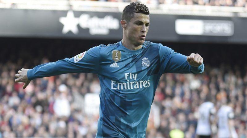 Real Madrid's Portuguese forward Cristiano Ronaldo celebrates his second goal during the Spanish league football match between Valencia CF and Real Madrid CF at the Mestalla stadium in Valencia on January 27, 2018. / AFP PHOTO / JOSE JORDAN