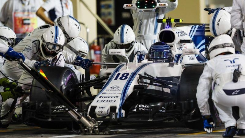 STROLL Lance (can) Williams f1 Mercedes FW40, action pitstop during the 2017 Formula One World Championship, Abu Dhabi Grand Prix from November 23 to 26 in Yas Marina - Photo Florent Gooden / DPPI