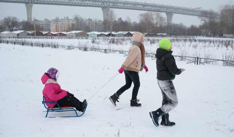 Children play in the Western high-speed diameter during the cold weather. The temperature on 21 January 2018 in St. Petersburg, Russia, fell to 11 degrees. (Photo by Valya Egorshin/NurPhoto)