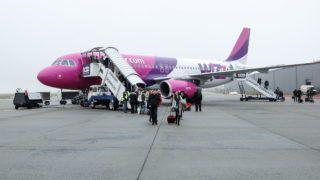 Debrecen, 2017. december 23. December 23-án a WIZZAIR  W67852 járata, Airbus 320-as gépével 178 személyt hozott Londonból. Az elmúlt évhez mérten tizenegy százalékkal nõtt a Debreceni Repülõtér utasforgalma, ami 2017 végére meghaladta a 320.000-et. MTVA/Bizományosi: Oláh Tibor  *************************** Kedves Felhasználó! Ez a fotó nem a Duna Médiaszolgáltató Zrt./MTI által készített és kiadott fényképfelvétel, így harmadik személy által támasztott bárminemû – különösen szerzõi jogi, szomszédos jogi és személyiségi jogi – igényért a fotó készítõje közvetlenül maga áll helyt, az MTVA felelõssége e körben kizárt.