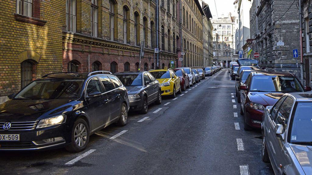 Budapest, 2017. december 2.A Csokonai utca, a VIII. kerületben.MTVA/Bizományosi: Róka László ***************************Kedves Felhasználó!Ez a fotó nem a Duna Médiaszolgáltató Zrt./MTI által készített és kiadott fényképfelvétel, így harmadik személy által támasztott bárminemű – különösen szerzői jogi, szomszédos jogi és személyiségi jogi – igényért a fotó készítője közvetlenül maga áll helyt, az MTVA felelőssége e körben kizárt.