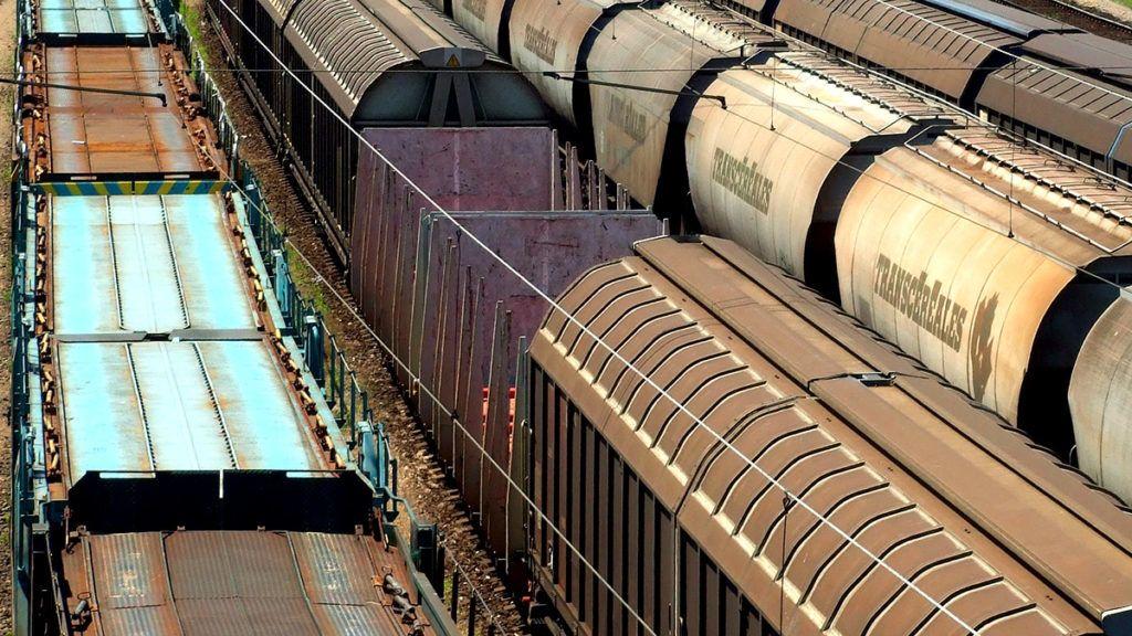 Budapest, 2017. június 14.Tehervagonokból álló vasúti szerelvények sora vár továbbindulásra a Ferencváros vasútállomás rendezőterén, Magyarország legnagyobb alapterületű vasúti csomópontján.MTVA/Bizományosi: Jászai Csaba ***************************Kedves Felhasználó!Ez a fotó nem a Duna Médiaszolgáltató Zrt./MTI által készített és kiadott fényképfelvétel, így harmadik személy által támasztott bárminemű – különösen szerzői jogi, szomszédos jogi és személyiségi jogi – igényért a fotó készítője közvetlenül maga áll helyt, az MTVA felelőssége e körben kizárt.