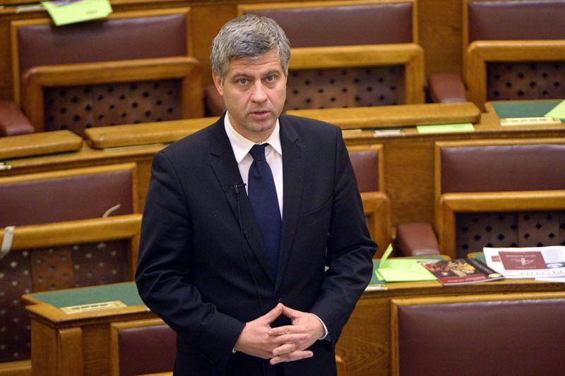 Budapest, 2015. december 15.Szatmáry Kristóf fideszes képviselő az egyes törvényeknek a gazdasági növekedéssel összefüggésben történő módosításáról szóló javaslat vitájában, az Országgyűlés plenáris ülésén 2015. december 15-én.MTI Fotó: Kovács Tamás