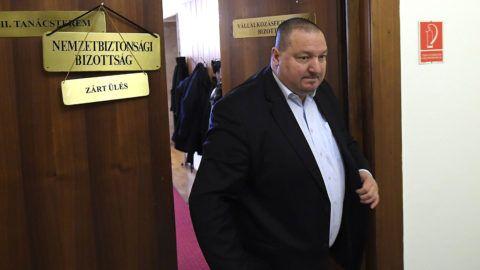 Budapest, 2018. január 25.Németh Szilárd, az Országgyűlés nemzetbiztonsági bizottságának fideszes alelnöke elhagyja az üléstermet a bizottság ülésén a Képviselői Irodaházban 2018. január 25-én. A kormánypárti képviselők távoztak az ülésről, ezért az határozatképtelenné vált.MTI Fotó: Kovács Tamás