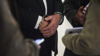 Kecskemét, 2015. január 14.G. Imre, a felszámolás alatt álló Orgovány és Vidéke Takarékszövetkezet egykori ügyvezetője áll megbilincselve a Kecskeméti Járásbíróságon 2014. január 14-én. A bíróság  harminc napra előzetes letartóztatásba helyezte G. Imrét, akit védője tájékoztatása szerint hűtlen kezeléssel gyanúsítanak.MTI Fotó: Ujvári Sándor