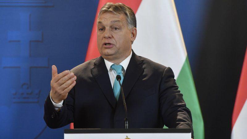 Budapest, 2018. január 3. Orbán Viktor miniszterelnök beszél a Mateusz Morawiecki lengyel kormányfõvel folytatott tárgyalás után tartott sajtótájékoztatón az Országházban 2018. január 3-án. A december 11-én hivatalba lépett új lengyel miniszterelnök elsõ hivatalos külföldi kétoldalú látogatására érkezett Magyarországra. MTI Fotó: Illyés Tibor