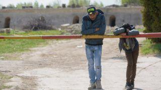 Szabadka, 2017. április 8. Menekültek egy romos téglagyár elhagyatott területén a vajdasági Szabadka határában 2017. április 8-án. MTI Fotó: Molnár Edvárd