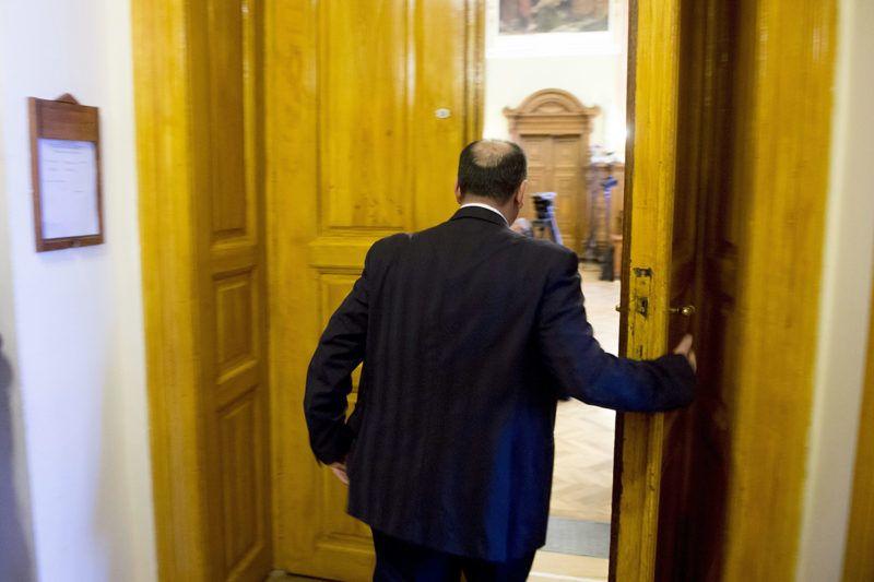 Budapest, 2015. december 29.Kulcsár Attila vádlott az ellene és társai ellen sikkasztás, vesztegetés és más bűncselekmények miatt folyó megismételt eljárás tárgyalására érkezik a Fővárosi Törvényszéken 2015. december 29-én. Várhatóan ezen a napon ítéletet hirdetnek a megismételt büntetőperben.MTI Fotó: Koszticsák Szilárd