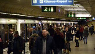 Budapest, 2017. november 3. Az Újpest-Központ végállomás a 3-as metró felújítása elõtti utolsó napon, 2017. november 3-án. Az Újpest-Központ és a Lehel tér közötti szakasz felújítása várhatóan egy évig tart. MTI Fotó: Máthé Zoltán