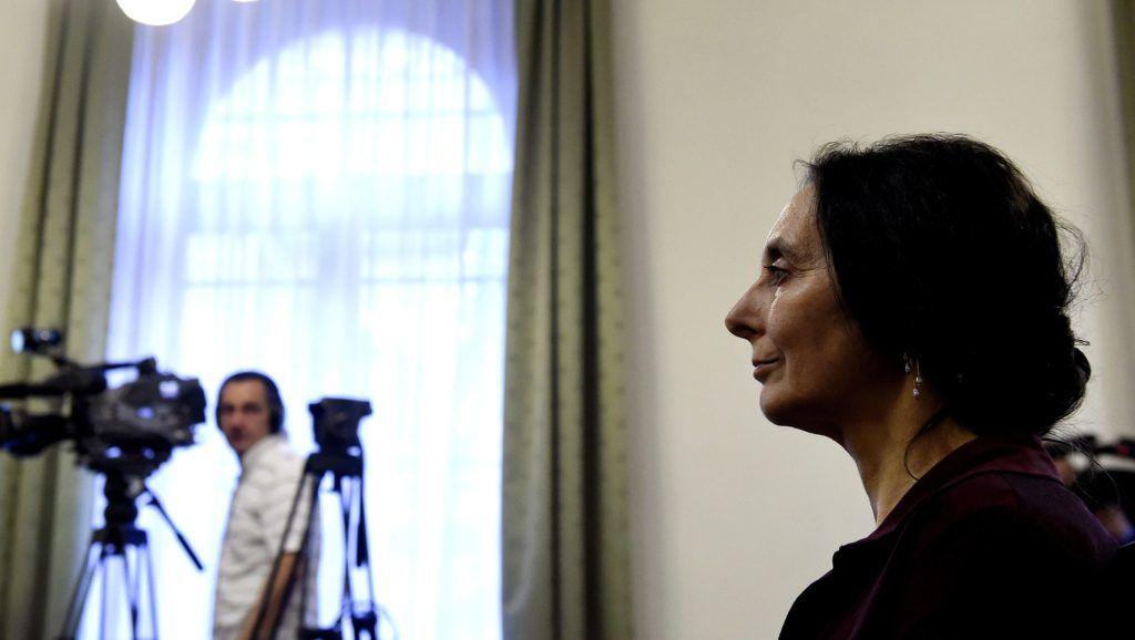 Budapest, 2017. április 20. Geréb Ágnes az ítélet indoklását hallgatja az ellene gondatlanságból elkövetett emberölés vétsége miatt folyó büntetõperen a Fõvárosi Törvényszéken 2017. április 20-án. Enyhítette a bíróság a szülész-nõgyógyász korábbi büntetését. A kétéves fogházbüntetést öt évre felfüggesztették, a foglalkozástól eltiltás idejét pedig tízrõl nyolc évre csökkentették. MTI Fotó: Bruzák Noémi