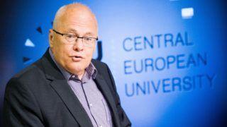 Budapest, 2017. május 29. Balázs Péter korábbi külügyminiszter, a CEU Európai Szomszédságpolitikai Kutatóközpontja igazgatója beszédet mond a migráció, valamint a közép- és kelet-európai nemzetek identitásának témáját is érintõ angol nyelvû konferencián a Közép-európai Egyetem (CEU) V. kerületi Nádor utcai épületében 2017. május 29-én. A tanácskozást a CEU Európai Szomszédságpolitikai Kutatóközpontja és a Friedrich-Ebert-Stiftung (Friedrich Ebert Alapítvány) szervezte. MTI Fotó: Balogh Zoltán