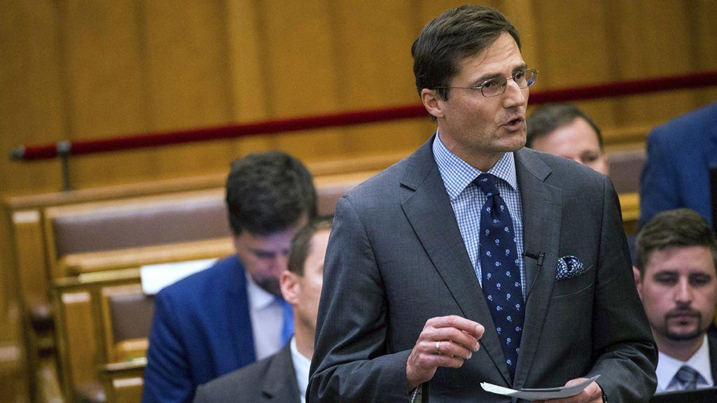 Budapest, 2017. október 9.Gyöngyösi Márton, a Jobbik frakcióvezető-helyettese azonnali kérdést tesz fel az Országgyűlés plenáris ülésén 2017. október 9-én.MTI Fotó: Balogh Zoltán