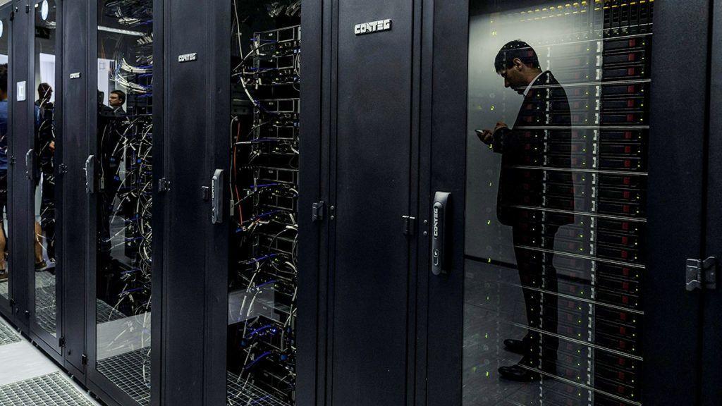 Debrecen, 2015. június 17.Magyarország legnagyobb, Leó névre keresztelt szuperszámítógépe a Debreceni Egyetem Kassai úti campusán az átadás napján, 2015. június 17-én. A másfél milliárd forintba kerülő beruházás elkészültéhez az egyetem 100 millió forinttal járult hozzá.MTI Fotó: Czeglédi Zsolt