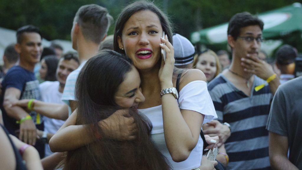 Debrecen, 2015. július 23. Érdeklõdõk a Pont Ott Parti hivatalos ponthatárváró rendezvényen a debreceni Campus Fesztiválon 2015. július 23-án. Ezen a napon este 20 órakor nyilvánosságra hozták a szeptemberben induló felsõoktatási képzések ponthatárait. MTI Fotó: Czeglédi Zsolt