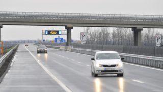 Debrecen, 2017. december 13. Jármûvek közlekednek az M35 autópálya új, a 4. és a 481. számú fõút közötti szakaszán Debrecen közelében az átadás napján, 2017. december 13-án. MTI Fotó: Czeglédi Zsolt