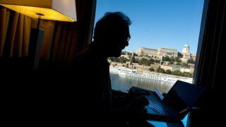 Budapest, 2011. szeptember 13. Feldmár András Kanadában élõ magyar származású pszichológus, pszichoterapeuta. A felvétel a Sofitel Atrium hotelben készült. MTI Fotó: Kollányi Péter