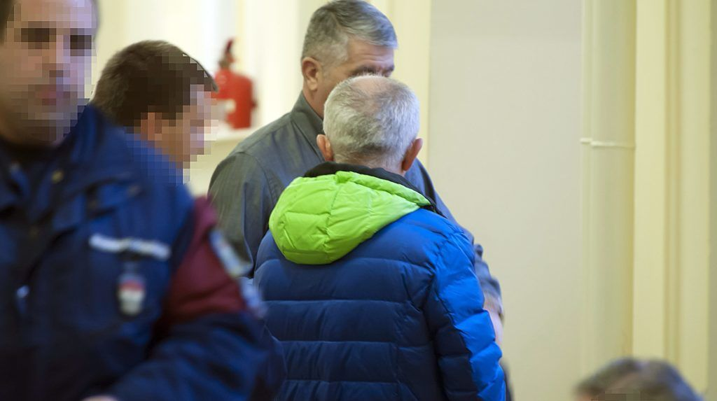 Budapest, 2014. december 18. A Portik-ügy egyik tanújaként is ismert R. László, akit csalással és orgazdasággal gyanúsítanak Budai Központi Kerületi Bíróság épületében 2014. december 18-án. A bíróság elrendelte a gyanúsított elõzetes letartóztatását. MTI Fotó: Lakatos Péter