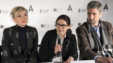 Budapest, 2018. január 23.Enyedi Ildikó filmrendező, forgatókönyvíró (k), valamint Borbély Alexandra színésznő és Morcsányi Géza dramaturg, műfordító, a film főszereplői az Oscar-díjra jelölt Testről és lélekről című film alkotóinak sajtótájékoztatóján egy budapesti kávézóban 2018. január 23-án. A filmet a legjobb idegen nyelvű alkotások kategóriájában jelölték ezen a napon Los Angelesben.MTI Fotó: Mohai Balázs