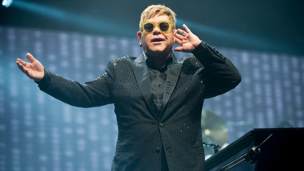 BARCELONA, SPAIN - DECEMBER 03:  Elton John performs on stage at Palau Sant Jordi on December 3, 2017 in Barcelona, Spain.  (Photo by Jordi Vidal/WireImage)