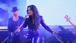 MIAMI BEACH, FL - DECEMBER 31:  Demi Lovato performs onstage at Fontainebleau Miami Beach on December 31, 2017 in Miami Beach, Florida.  (Photo by Rodrigo Varela/Getty Images for Fontainebleau Miami Beach)