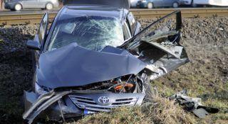 Hernád, 2018. január 27. Összetört személygépkocsi Hernád vasúti megállóhelynél 2018. január 27-én. Az autó egy menetrend szerinti személyvonat ütközött a jól mûködõ fénysorompós vasúti átjáróban. A balesetben az autó két utasa súlyosan megsérült. MTI Fotó: Mihádák Zoltán