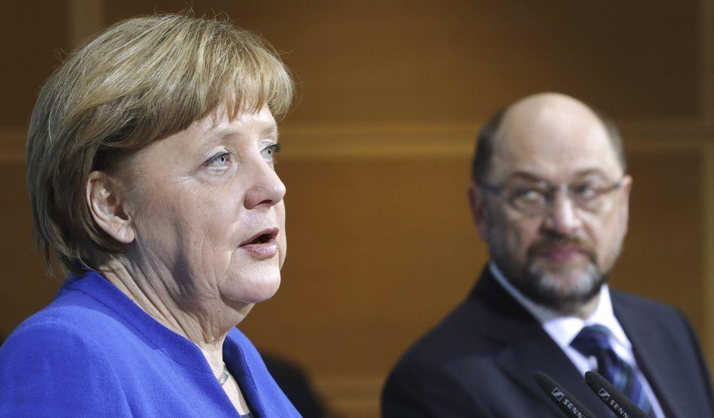Berlin, 2018. január 12. Angela Merkel német kancellár, a Kereszténydemokrata Unió (CDU) elnöke sajtótájékoztatót tart a nagykoalícióról folytatott elõzetes egyeztetések végén Berlinben 2018. január 12-én. A Németországot 2013 óta kormányzó nagykoalíció, a CDU, a Német Szociáldemokrata Párt (SPD) és a Keresztényszociális Unió (CSU) vezetõi befejezték az elõzetes egyeztetést, és hivatalos koalíciós tárgyalást javasolnak egy új kormány létrehozása céljából. Jobbról Martin Schulz, a Német Szociáldemokrata Párt elnöke. (MTI/AP/Michael Sohn)
