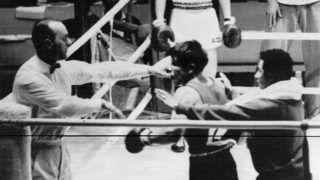 Tokió, 1964. október 14.Loren segédje próbálja visszatartani a magyar vezetőbírót, Sremer Gézát támadó spanyol Loren-t, akit sorozatos szabálytalankodásaiért léptetett le a játékvezető a tajvani Hung Cseng Hsu-val vívott pehelysúlyú ökölvívó mérkőzésen a XVIII. nyári olimpián.(MTI/OL)