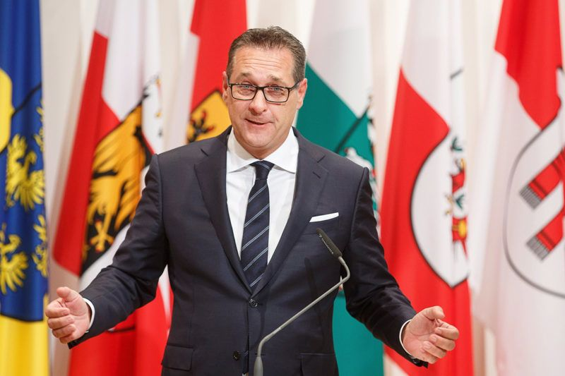 Leibnitz, 2018. január 5.Heinz-Christian Strache alkancellár, az Osztrák Szabadságpárt (FPÖ) elnöke az új osztrák kormány első ülése utáni sajtóértekezleten a stájerországi Leibnitz Seggau-kastélyában 2018. január 5-én. (MTI/EPA/Florian Wieser)