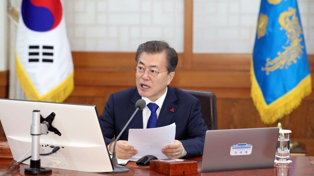 Szöul, 2018. január 2. Mun Dzse In dél-koreai elnök az új év elsõ kormányülésén a szöuli elnöki rezidencián, a Kék Házban 2018. január 2-án. (MTI/EPA/Yonhap)