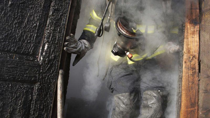 Firefighter runs from the burning hut out, Fire brigade of Prague, December 2007