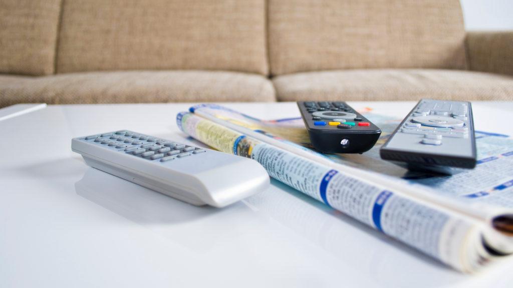 tévéújság, műsorújság. fotó: thinkstock