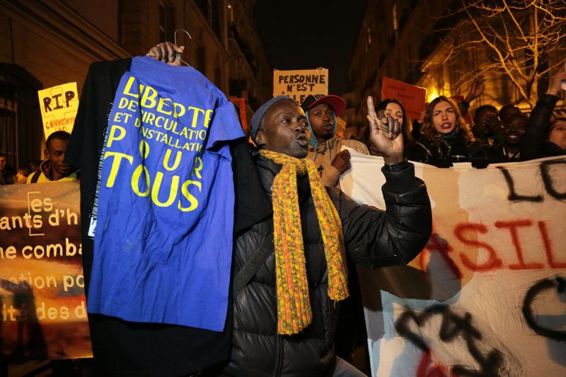 """Protester take part in a demonstration against the French government's new immigration bill in Paris on February 21, 2018.The French government defended a new immigration bill as """"completely balanced"""" on February 21 despite criticism from rights groups and some ruling party lawmakers that it will lead to thousands of extra deportations. The draft law, which criminalises illegal border crossings and speeds up procedures to deport economic migrants, was presented to the cabinet of President Emmanuel Macron for the first time. / AFP PHOTO / Zakaria ABDELKAFI"""