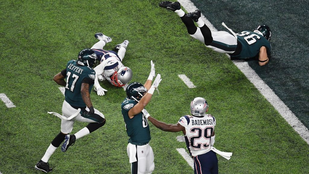 Zach Ertz of the Eagles (R) scores a fourth quater touchdown during Super Bowl LII against the New England Patriots at US Bank Stadium in Minneapolis, Minnesota, on February 4, 2018. The Philadelphia Eagles scored a stunning 41-33 upset victory over the New England Patriots to win their first ever Super Bowl after a costly Tom Brady fumble ended the quarterback's tilt at history. / AFP PHOTO / ANGELA WEISS