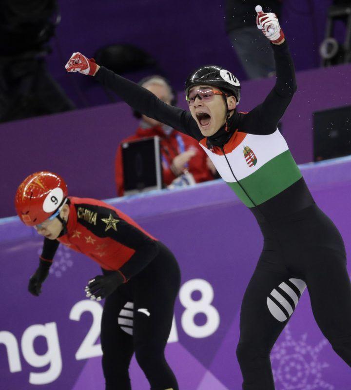 Kangnung, 2018. február 22. Liu Shaolin Sándor, miután a magyar csapat utolsó tagjaként elsõként ért célba a férfi rövidpályás gyorskorcsolyázók 5000 méteres váltóversenyében, a phjongcshangi téli olimpián a Kangnung Jégcsarnokban 2018. február 22-én. (MTI/AP/Bernat Armangue)
