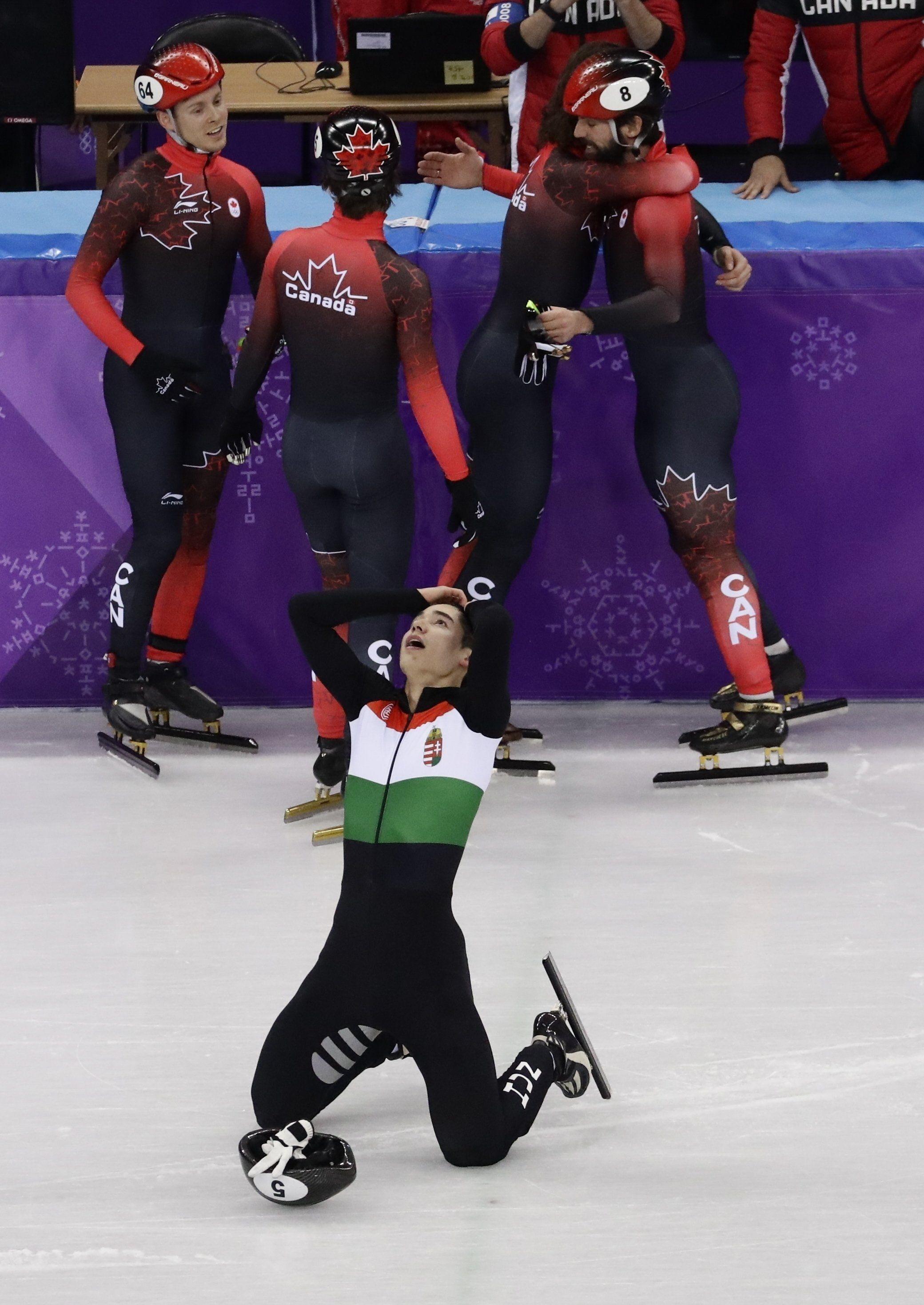 Kangnung, 2018. február 22. Liu Shaolin Sándor, miután a magyar csapat utolsó tagjaként elsõként ért célba a férfi rövidpályás gyorskorcsolyázók 5000 méteres váltóversenyében, a phjongcshangi téli olimpián a Kangnung Jégcsarnokban 2018. február 22-én. (MTI/AP/Morry Gash)