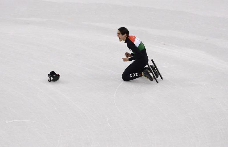 Kangnung, 2018. február 22. Liu Shaolin Sándor, miután a magyar csapat aranyérmet nyert a férfi rövidpályás gyorskorcsolyázók 5000 méteres váltóversenyében, a phjongcshangi téli olimpián a Kangnung Jégcsarnokban 2018. február 22-én. (MTI/AP/Morry Gash)